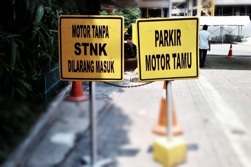 266_parkir_motor